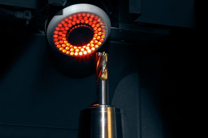 CNC-controlled-swivable-camera-45°-1